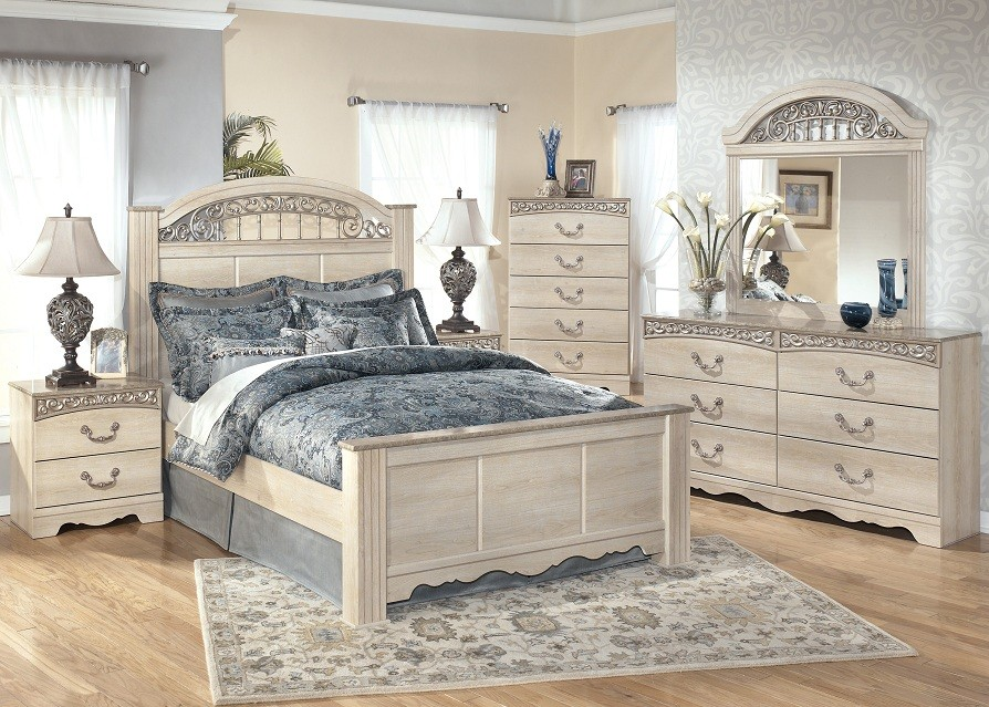 Lovely Catalina Poster 4 Piece Bedroom Set