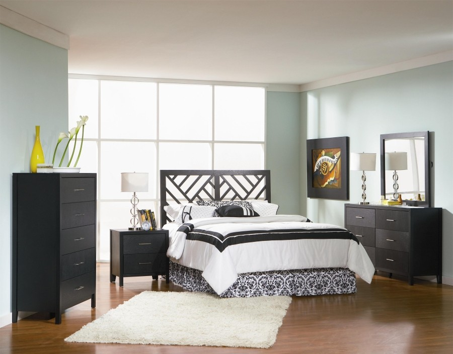 Jonny Grove 4-Piece Bedroom Set